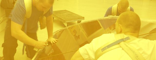 Utbildade bärare jobbar med tunghantering i Stockholm