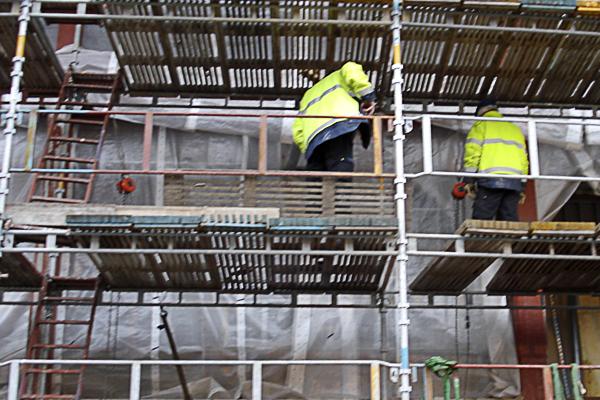 Arbete på byggställning